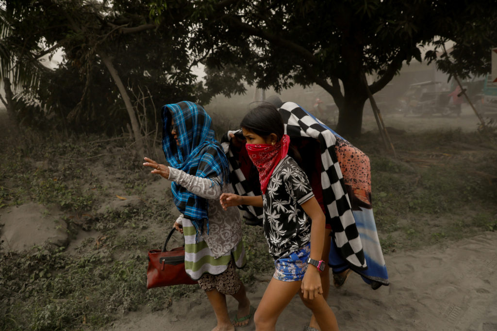 Residents living near the errupting Taal Volcano evacuate in Lemery, Batangas City, Philippines, January 13, 2020. Photo by Eloisa Lopez/Reuters