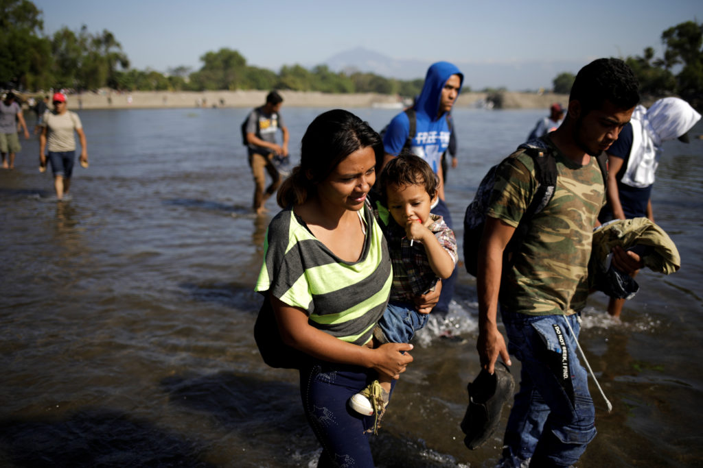 Migrants, part of a caravan travelling to the U.S., try to cross the river back to the Guatemalan side, in Ciudad Hidalgo, Mexico January 21, 2020. Photo by REUTERS/Andres Martinez Casares