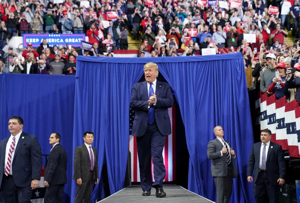 Trump defends Sanders, stoking Democratic divisions