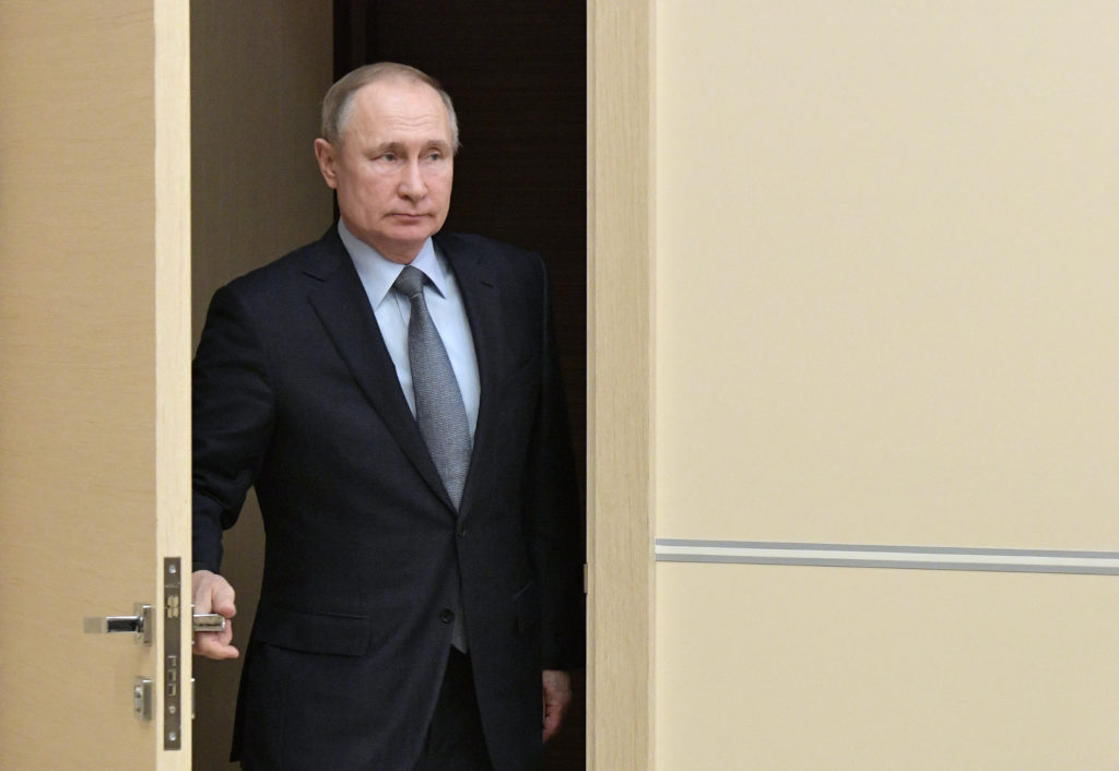 Putin's moves leave Russian opposition with few options