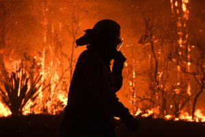 NSW Rural Fire Service crews protect properties on Waratah Road and Kelyknack Road as the Three Mile fire approaches Mangrove Mountain, Australia, December 5, 2019. Picture taken December 5, 2019. AAP Image/Dan Himbrechts/via REUTERS ATTENTION EDITORS - THIS IMAGE WAS PROVIDED BY A THIRD PARTY. NO RESALES. NO ARCHIVE. AUSTRALIA OUT. NEW ZEALAND OUT. NO COMMERCIAL OR EDITORIAL SALES IN NEW ZEALAND. NO COMMERCIAL OR EDITORIAL SALES IN AUSTRALIA. - RC2APD91BFHH