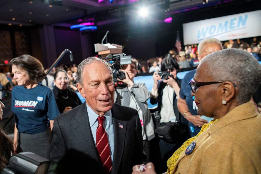 Democratic U.S. presidential candidate Mike Bloomberg greets suppor…