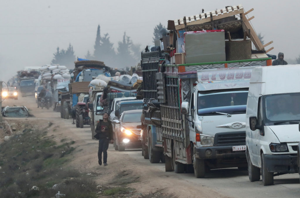 Syrian advance sends hundreds of thousands fleeing in Idlib