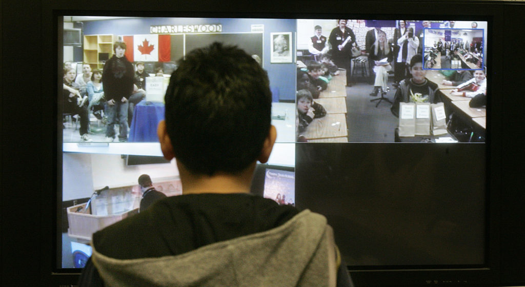 School districts take unplanned plunge into online learning