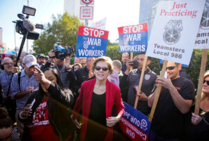 Democratic 2020 U.S. presidential candidate Senator Elizabeth Warren visits members of Culinary Workers Union Local 226 picketing outside the Palms Casino Resort in Las Vegas, Nevada, U.S., February 19, 2020. REUTERS/Eric Thayer - RC2X3F9XTXHI