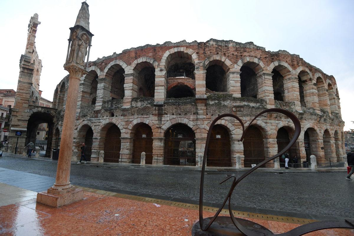Coronavirus: Italy to lock down Milan and northern provinces