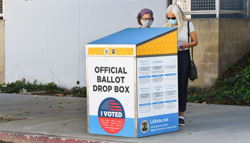 How risky is voting in person? Here's how to navigate your options during the pandemic