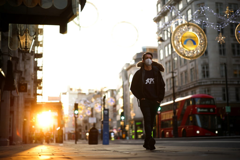 A man wearing a protective face mask walks down Strand during sunset, amid the coronavirus disease (COVID-19) outbreak, in London, Britain, November 5, 2020. Photo by REUTERS/Henry Nicholls