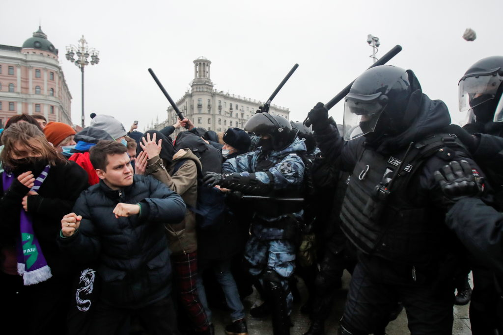 Navalny's popularity spreading in Russia amid massive protests over his arrest