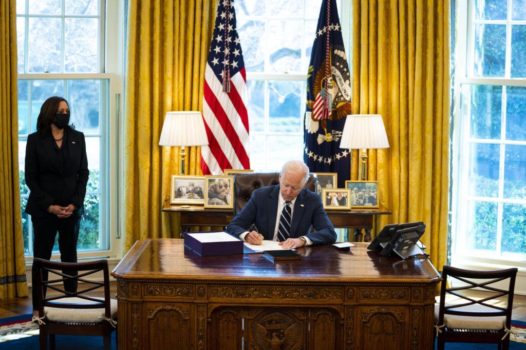 WATCH LIVE: Biden to sign bill awarding medals to Jan. 6 responders