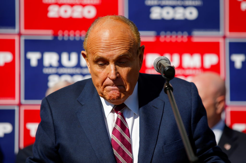 News Wrap: Feds search Giuliani's home, office in probe of Ukraine business dealings
