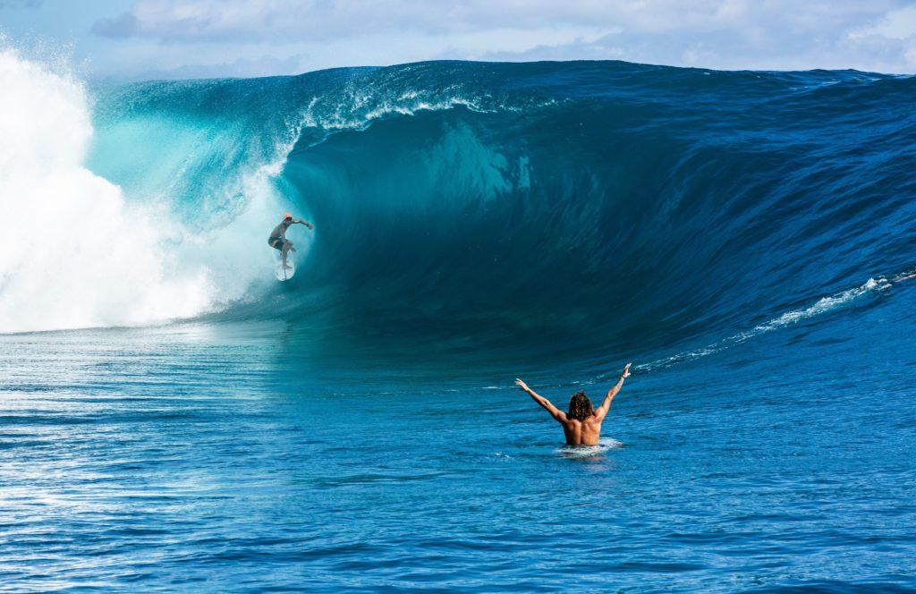 TOPSHOT-SURFING-FRA-TAHITI