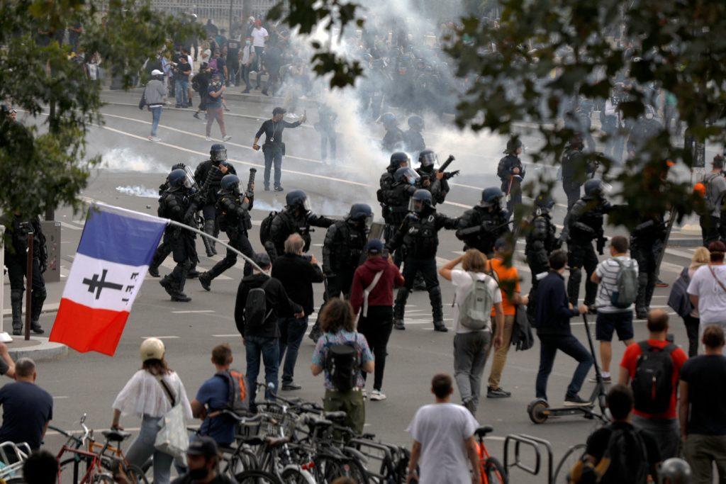 FRANCE-HEALTH-VIRUS-VACCINE-POLITICS-DEMO