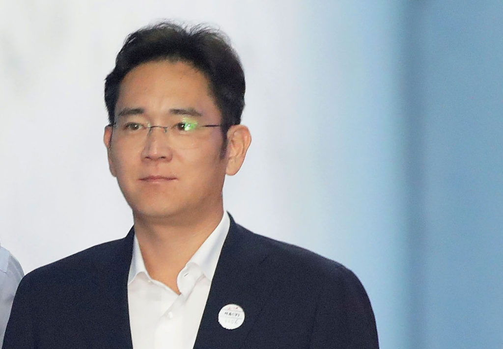 Lee Jae-yong, Samsung Group heir arrives at Seoul Central District Court to hear the bribery scandal verdict on August 25,...