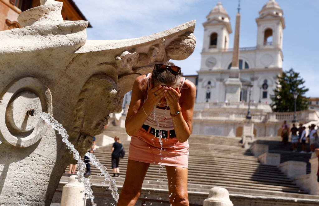 Tourists struggle with the heat as temperatures soar in Rome