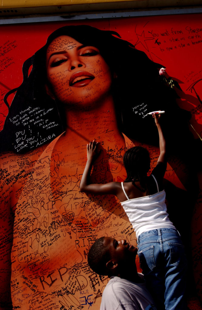 Fans Mourn for Singer and Actress Aaliyah