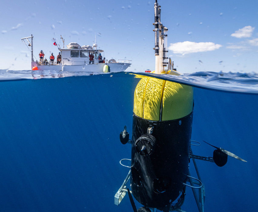 Mesobot-underwater-with-ship-by-Evan-Kovacs-©WHOI