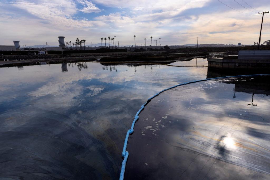California oil spill comes ashore in Huntington Beach