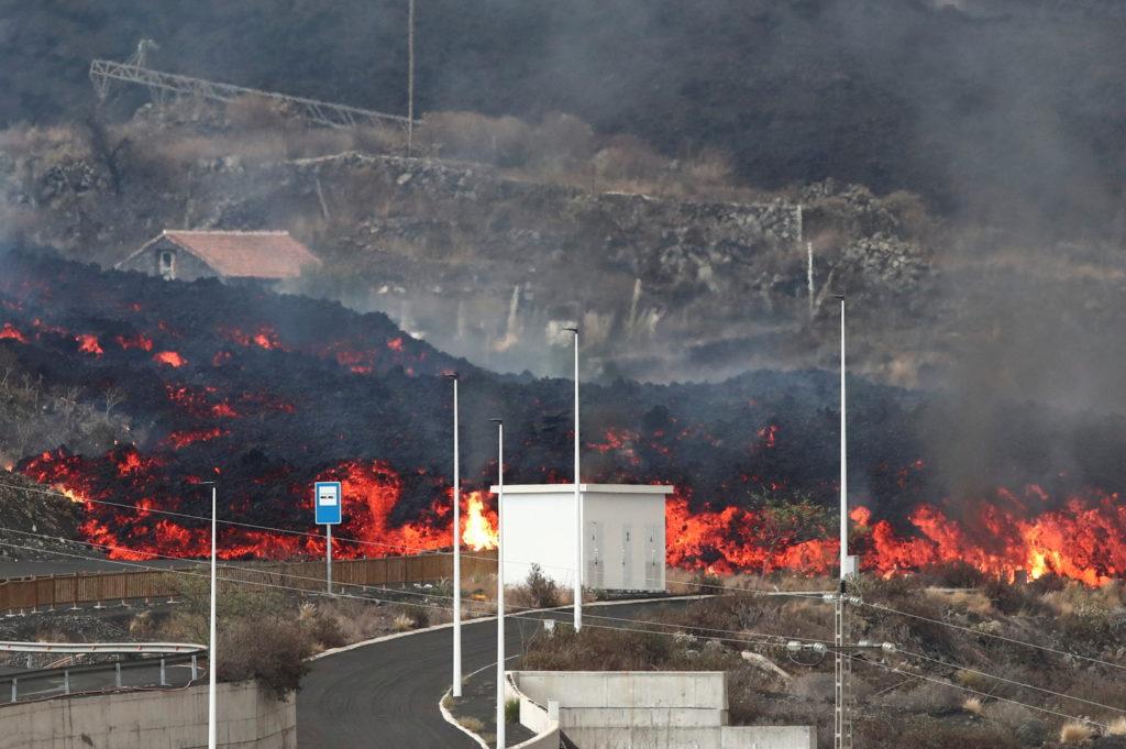 Cumbre Vieja volcano continues to erupt on the Canary Island of La Palma