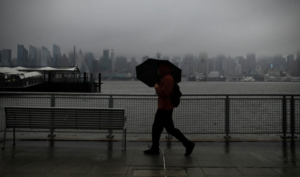 U.S. Northeast, Midwest hit by big storms; West Coast recovers from 'bomb cyclones'